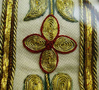 Chasuble with hand-embroidered Crucifixion scene - goldwork embellishment