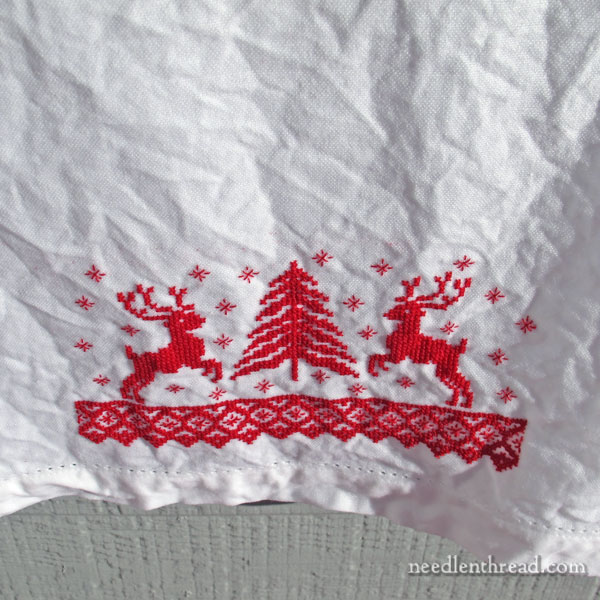 Christmas stitching pattern: deer and tree